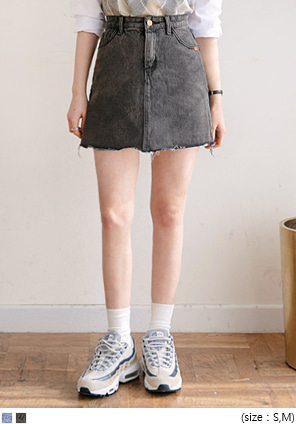 [SKIRT] ROUGH CUT-OFF DENIM MINI SKIRT