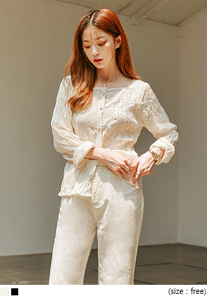 [TOP] NOBLE SQUARE CREASE BLOUSE