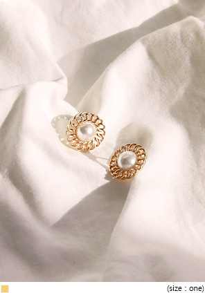 [JEWELRY] GOLD CHAIN FRAME PEARL EARRING