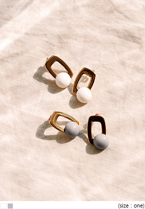 [JEWELRY] TARO SQUARE COLOR BALL EARRING