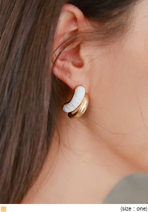 [JEWELRY] DILLON GOLD CURVE EARRING