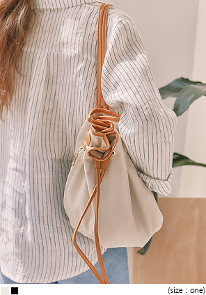 [BAG] TRONY LEATHER BUCKET BAG