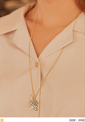 [JEWELRY] SHERRY GOLD SQUARE NECKLACE