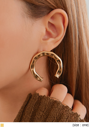[JEWELRY] GOLD HOOF BOLD EARRING