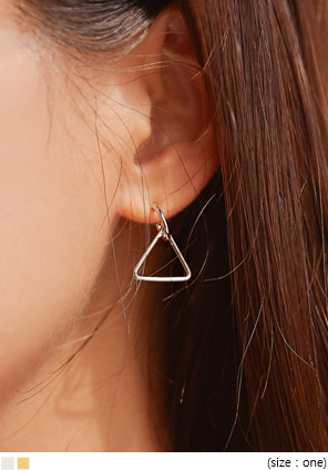 [JEWELRY] LOXY TRIANGLE DROP EARRING